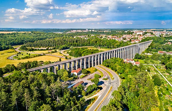 The viaduct arrving at Chaumont